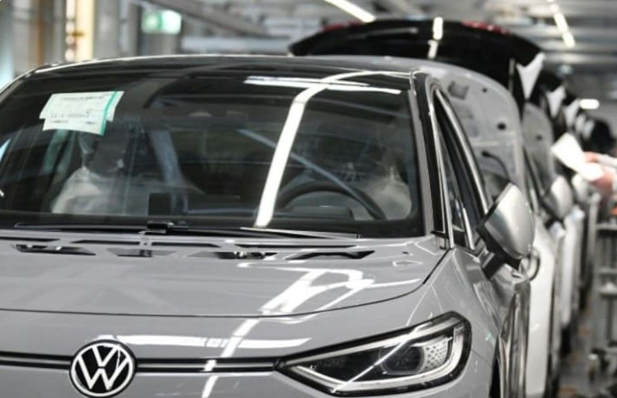 Volkswagen reins in production due to ongoing chip shortage
